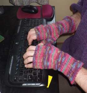Fingerless mittens in action